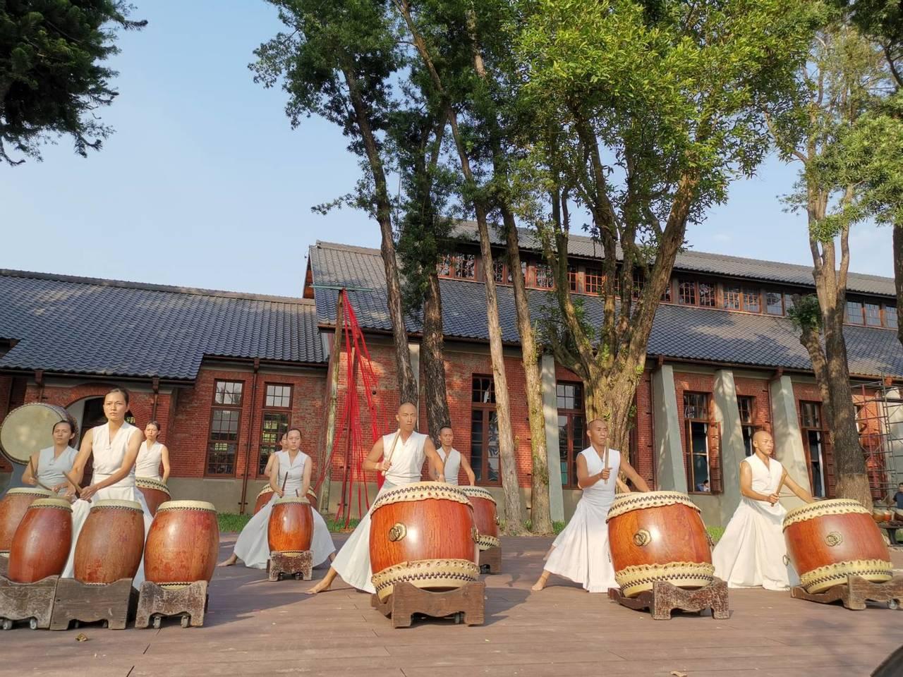 台南山上花園水道博物館下午開幕典禮,由優人神鼓開場表演震撼人心。記者吳淑玲/攝影
