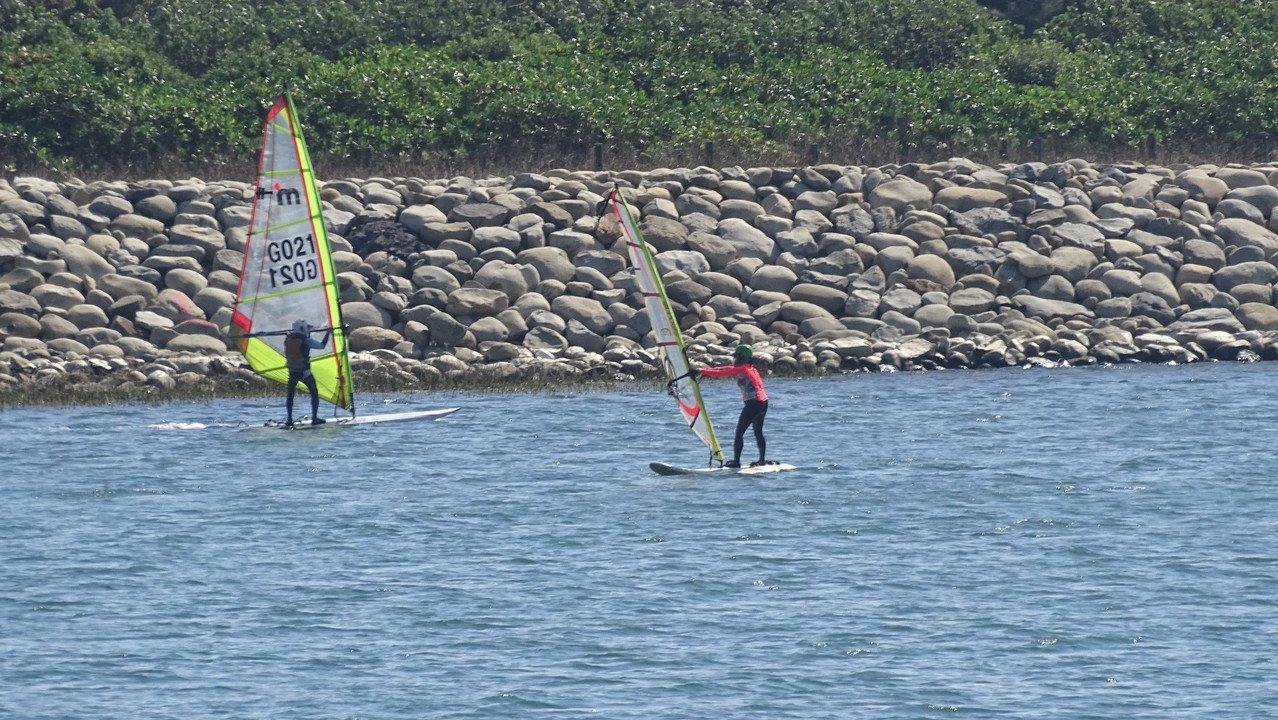 彰化漁港工程懸宕快30年,變成愛好風帆運動者的練習秘境。記者何烱榮/攝影