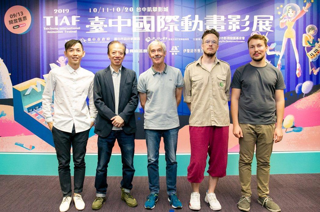 國際競賽評審謝文明(左起)、盧子英、海蒙庫莫、麥斯海德勒、吉特保羅迪斯合照。圖/...