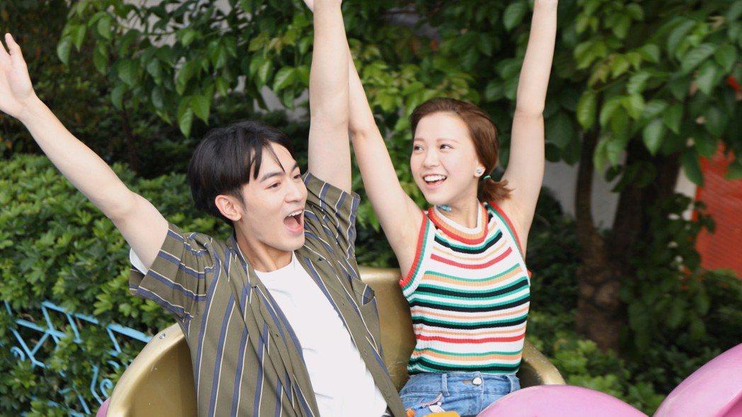 吳思賢(左)和項婕如  圖/三立提供