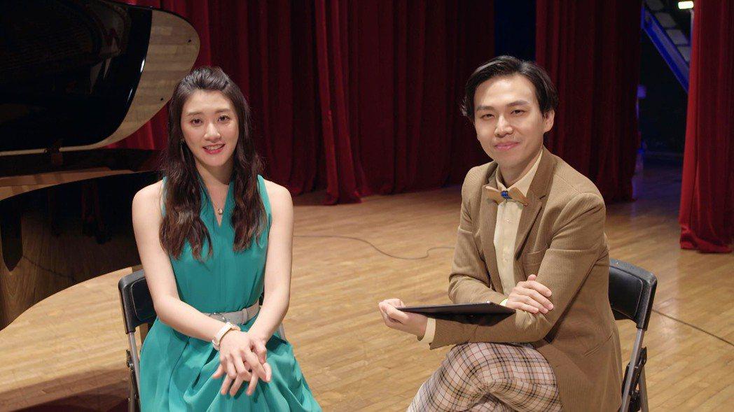 林逸欣(左)在「男神時代」戲中與飾演壞編輯的鄭鼎諺開直播爆內幕。圖/東森提供