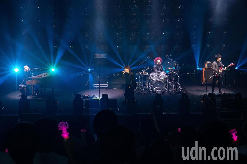 日本樂團「世界末日」(SEKAI NO OWARI)出道8年,第五度來台開唱,今...