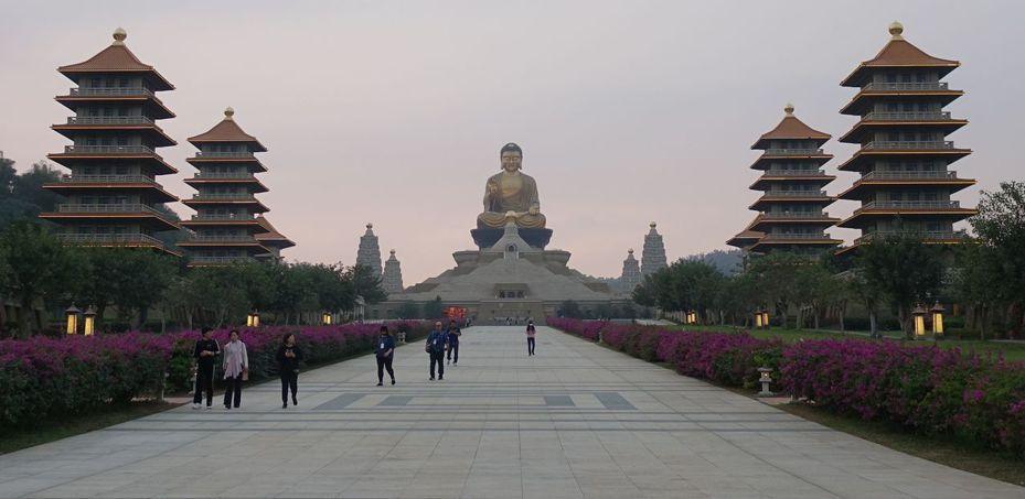 「台灣好行」公車中的高雄市哈佛快線和大樹祈福線,都可到高雄知名景點佛陀紀念館。圖/聯合報資料照