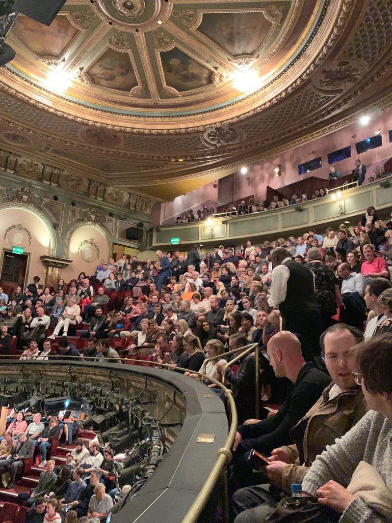 倫敦上演定目劇的劇院,常年滿座。圖為上演「歌劇魅影」的女王陛下劇院。記者陳宛茜/攝影