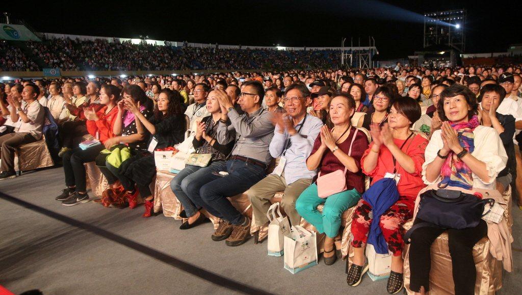 許多僑胞回國,特地參加國慶晚會。圖/聯合報系資料照片