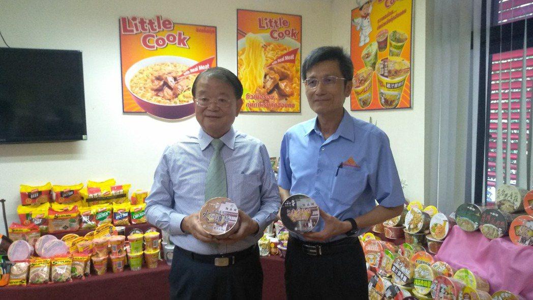 泰南僑副總魏亦堅(左) 記者翁至威/攝影