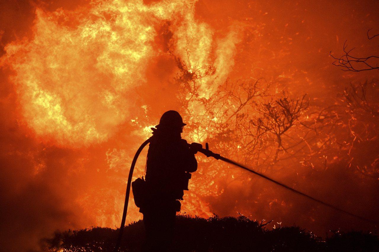 強風助長洛市野火擴至近5000畝。圖/世界日報提供