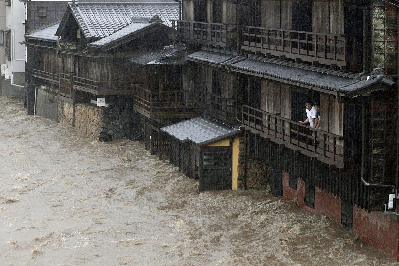 哈吉貝颱風威力驚人,日本各地災情不斷。美聯社