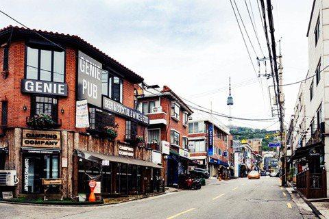戰爭與貧窮的城市歷史,該如何再造重生?圖為南韓龍山區的「解放村」(Haebang...