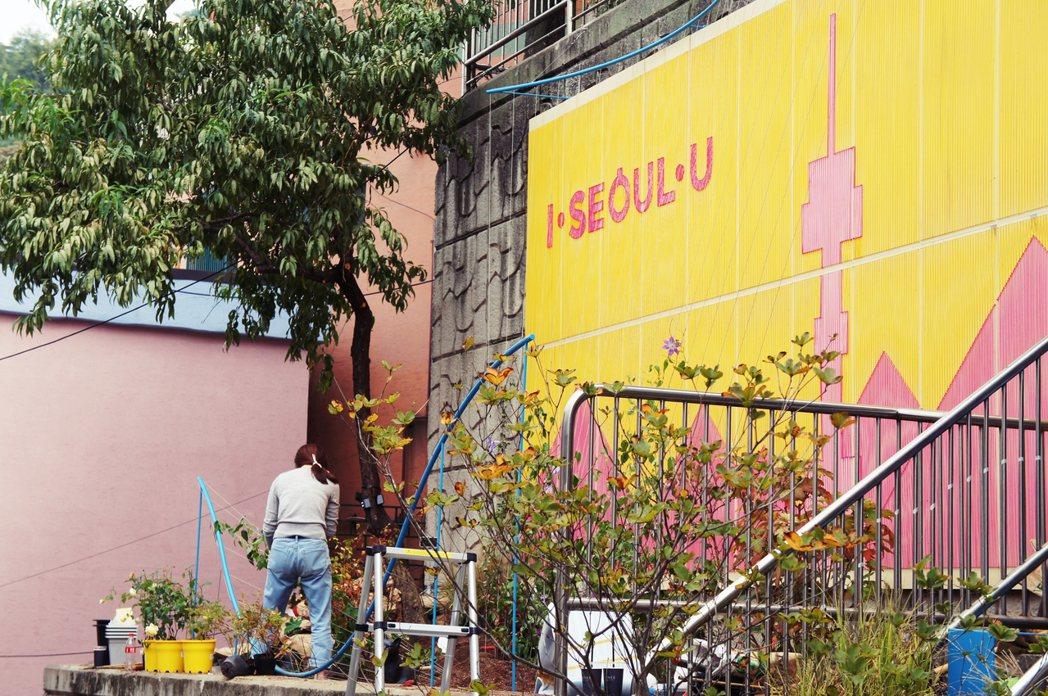 配合政府的觀光宣傳,解放村的計畫之一導入許多藝術合作、植栽等規劃。 圖/林齊晧