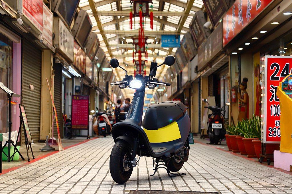 Gogoro VIVA目標客群為沒具備普通重型機車駕照、高年齡層、身形嬌小、順順...