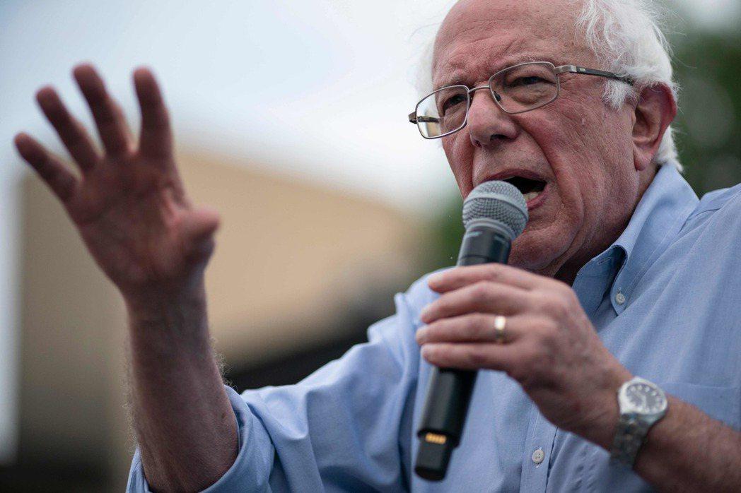 美國民主黨聯邦參議員桑德斯在1日因胸痛住院,還裝了兩個心臟支架。 (法新社)