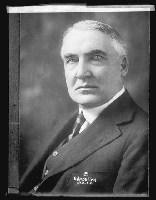 哈定是第一位踏上阿拉斯加的美國總統,返回美國本土後,在舊金山皇宮酒店突然停止心跳...