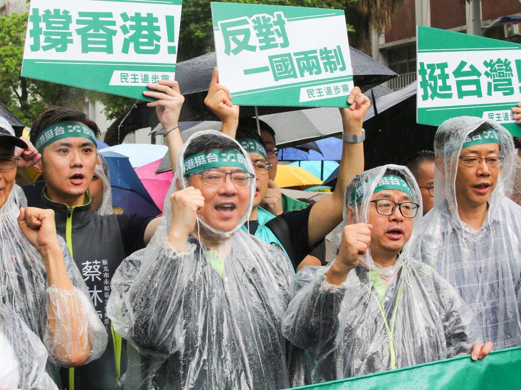 台灣公民陣線、香港邊城青年等團體日前發起「929 台港大遊行-撐港反極權」活動,...