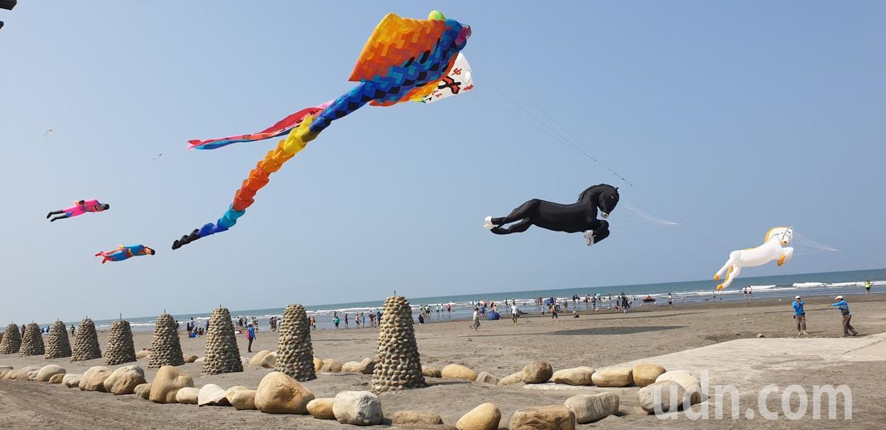 台中市政府舉辦的第7屆大安海風箏衝浪節今天舉辦。記者游振昇/攝影