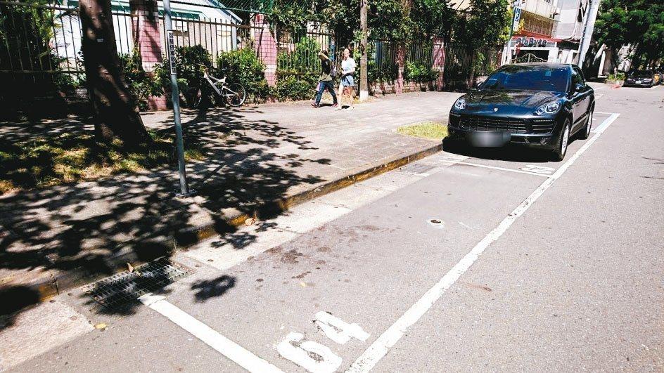 北市9月推出智慧停車收費區後,因繳費方式有所改變,民眾抱怨不習慣。圖/北市停管處...