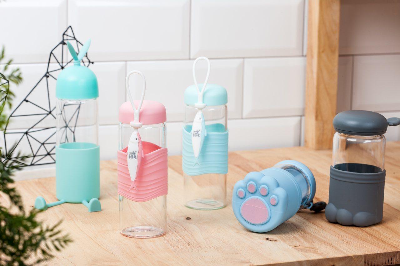 生活工場即日起至10月13日擴香、水瓶等日常小物享加10元多一件,圖為造型玻璃水...