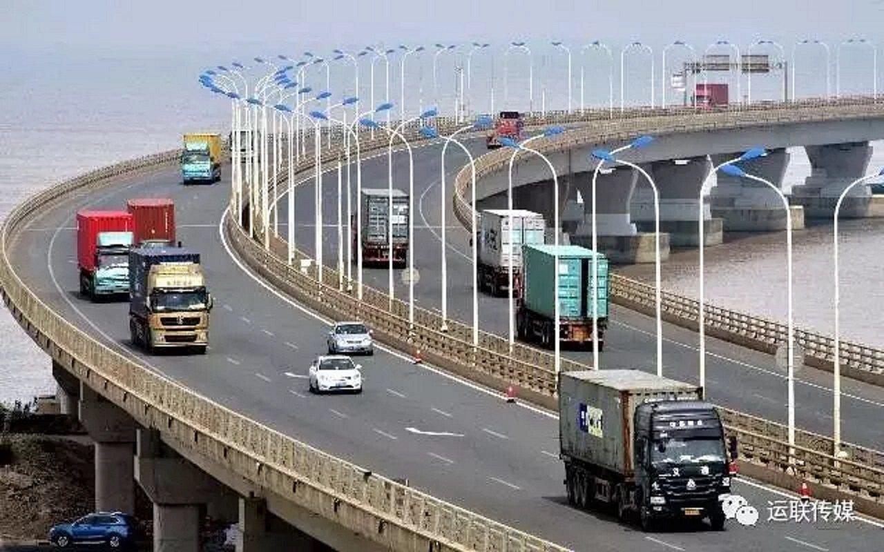 貨源資訊中對貨車規格、經停網站、起始位置予以描述,貨車車主在完成註冊後可參與報價...