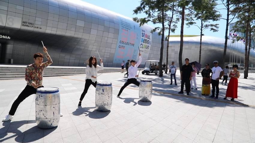 在東大門,可以欣賞到打擊樂演出。圖/擷取自韓國觀光公社官網,首爾市提供