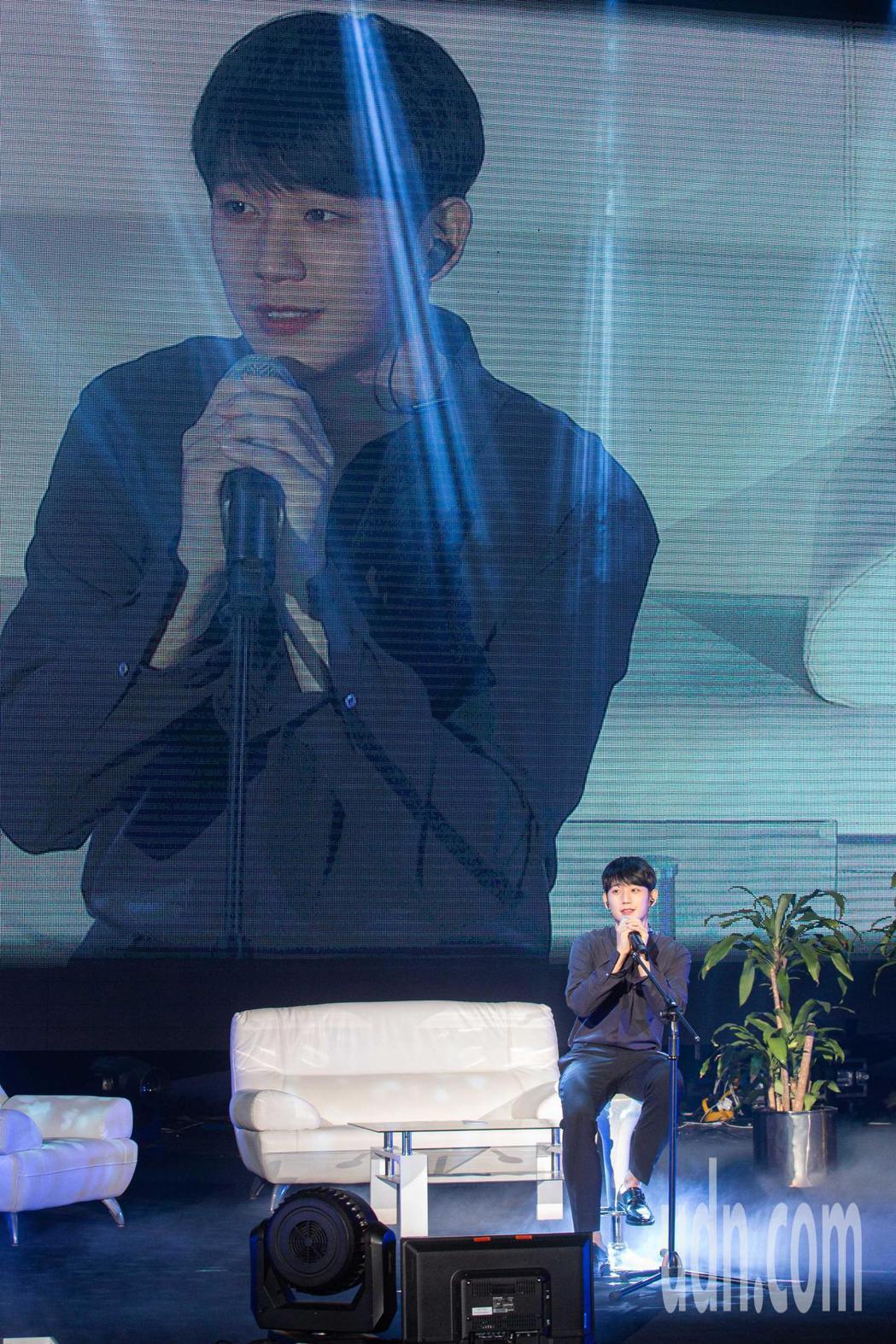 韓星丁海寅台北粉絲見面會今日(12)於台北國際會議中心登場,現場演唱歌曲。記者季...