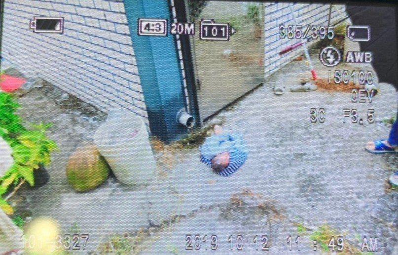 女嬰被棄置在高雄大樹區一處荔枝園旁。記者王昭月/翻攝