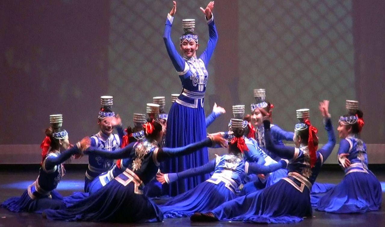 內蒙古聞名的頂碗舞,技藝一絕。記者王昭月/攝影