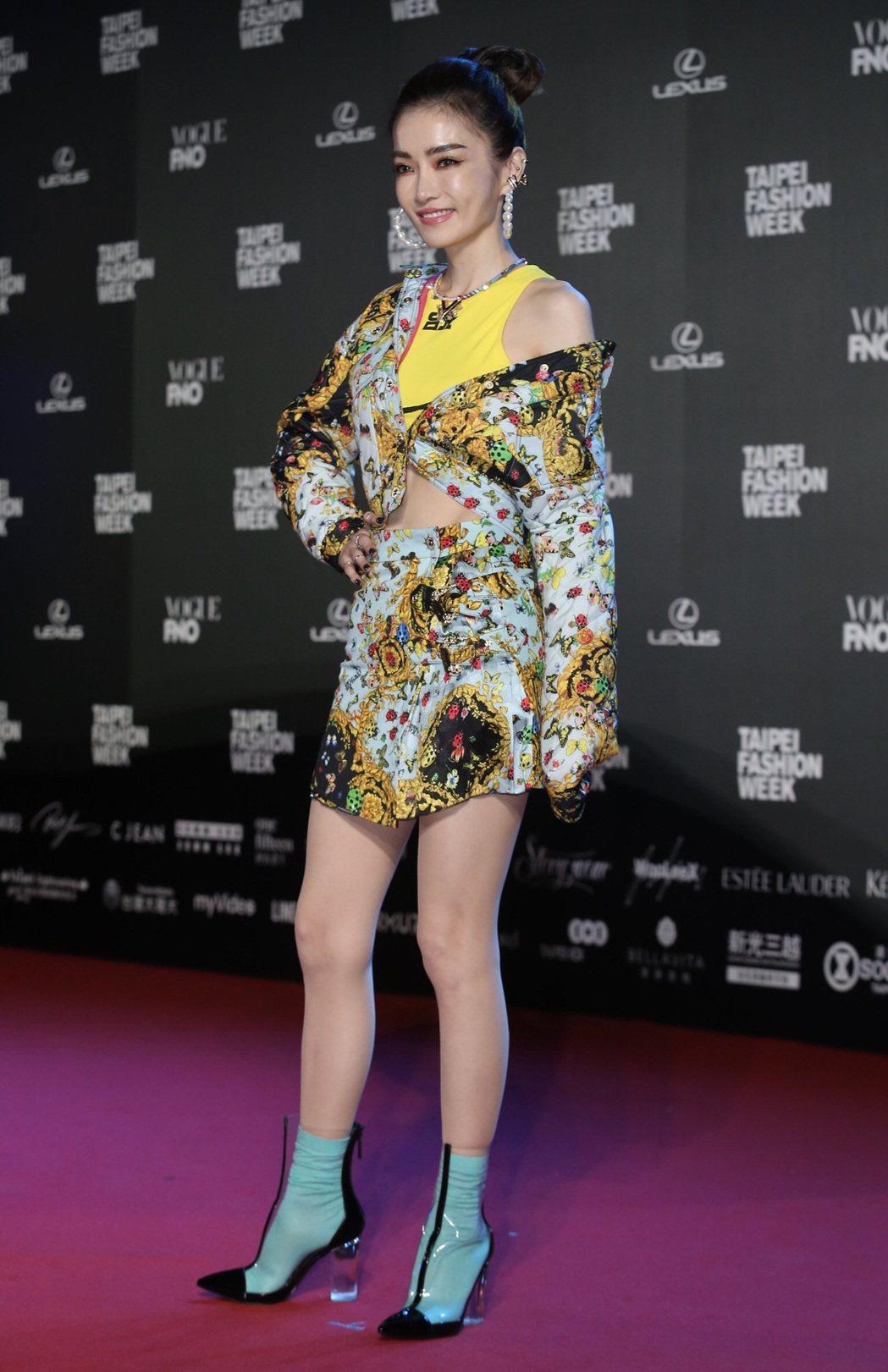謝金燕今天以華麗運動風,出席2019台北時裝週。記者許正宏/攝影