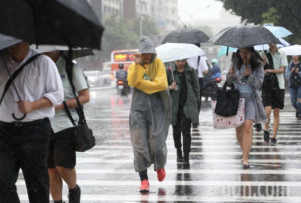 氣象局表示,周一到周五受東北風增強影響降雨機率提高、天氣轉涼,水氣漸增。 圖/聯...