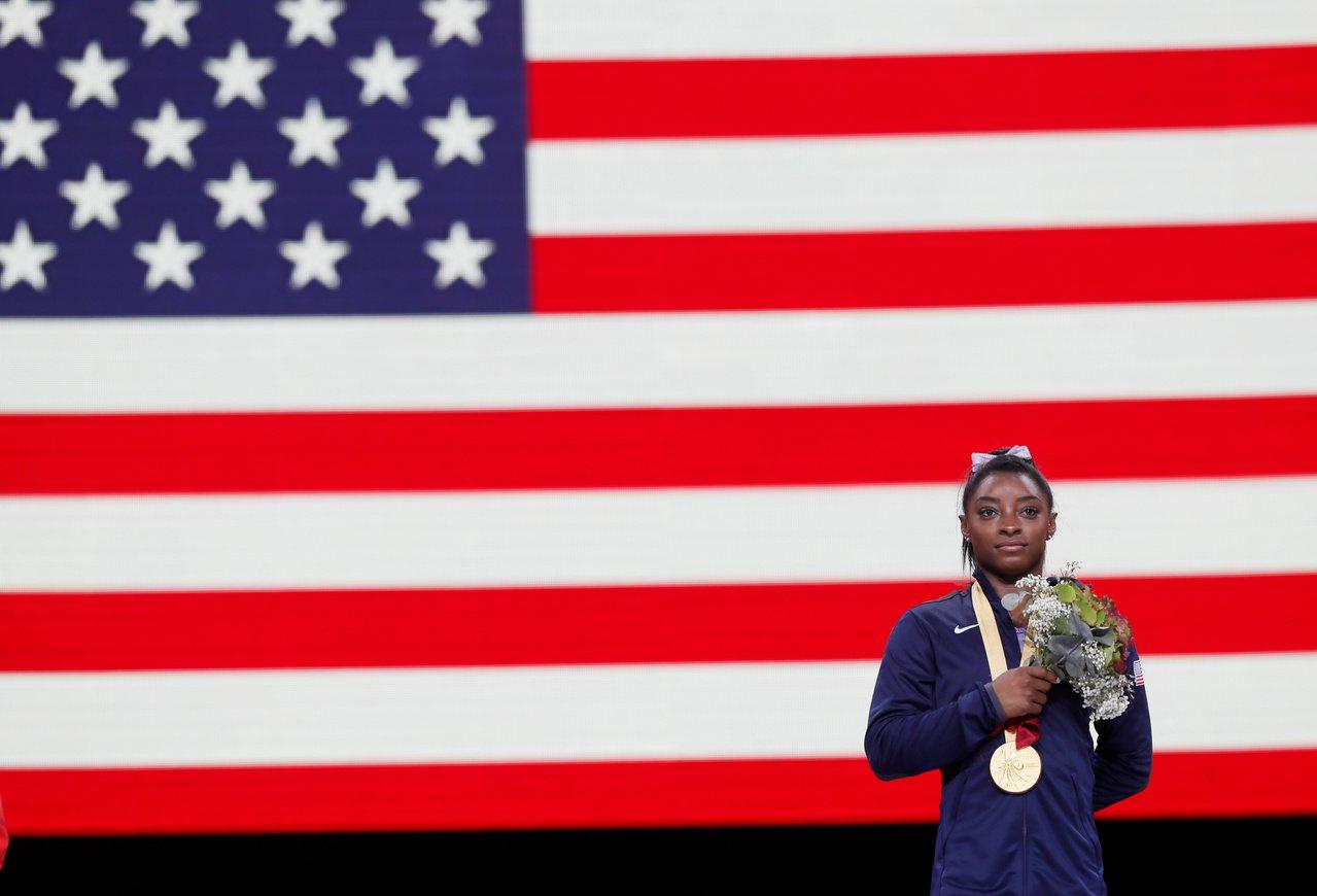 拜爾斯今(13日)在斯圖加特體操世錦賽締造新猷,她在平衡木決賽以總分15.066...