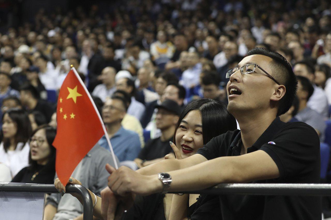 NBA事件在中國餘波蕩漾,上海、深圳季前賽仍然吸引大批觀眾,號召抵制的愛國民眾遭...