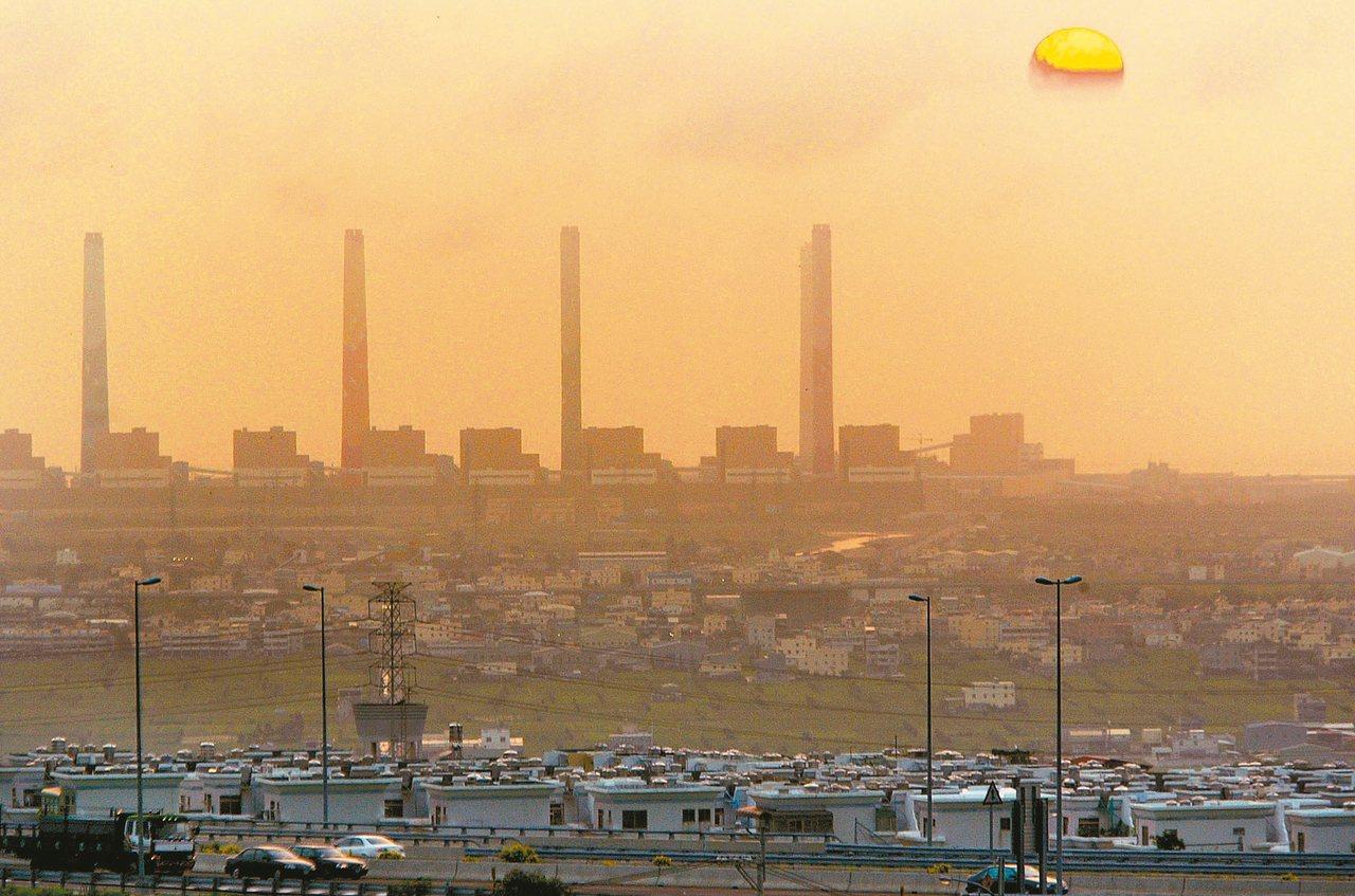 台中火力發電廠碳排放量曾為世界第一。 圖/聯合報系資料照片