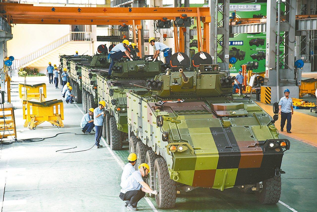 6輛「CM34裝步戰鬥車」30公厘鏈砲車型雲豹甲車,現正在軍備局202廠進行組裝...