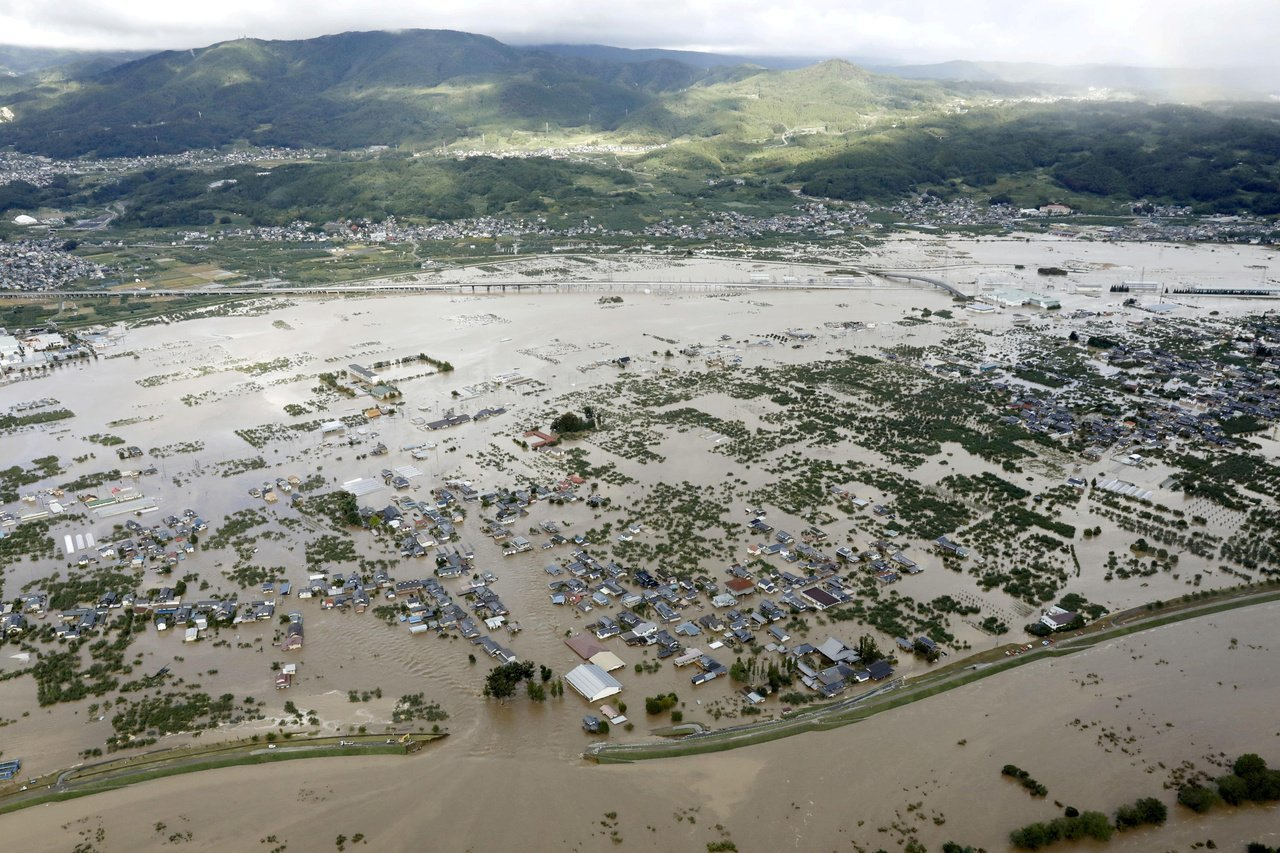 日本長野縣千曲川氾濫成災。(路透)