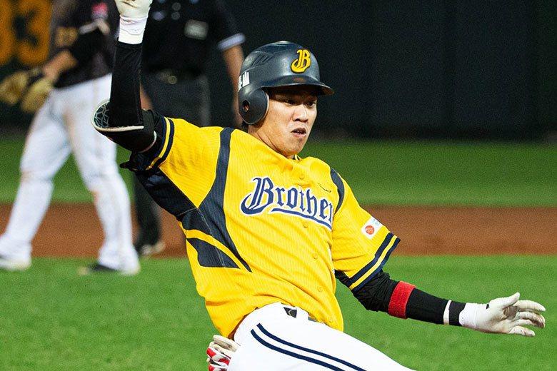 中信兄弟三壘手王威晨在第2戰6打數3支安打3打點,其中擊出一支三壘安打。 記者季...