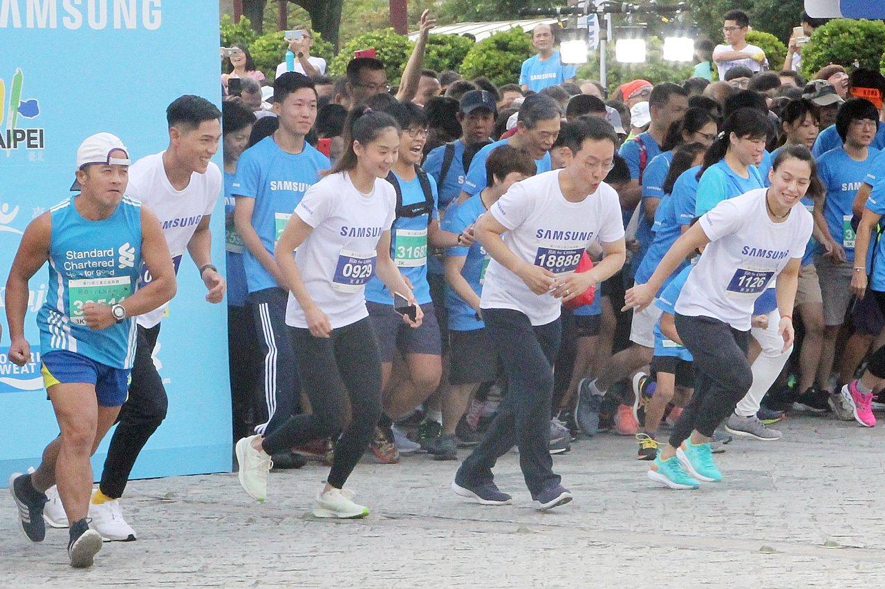 陳傑、文姿云、李大成、郭婞淳擔任3公里領跑(左至右)。記者林宋以情/攝影