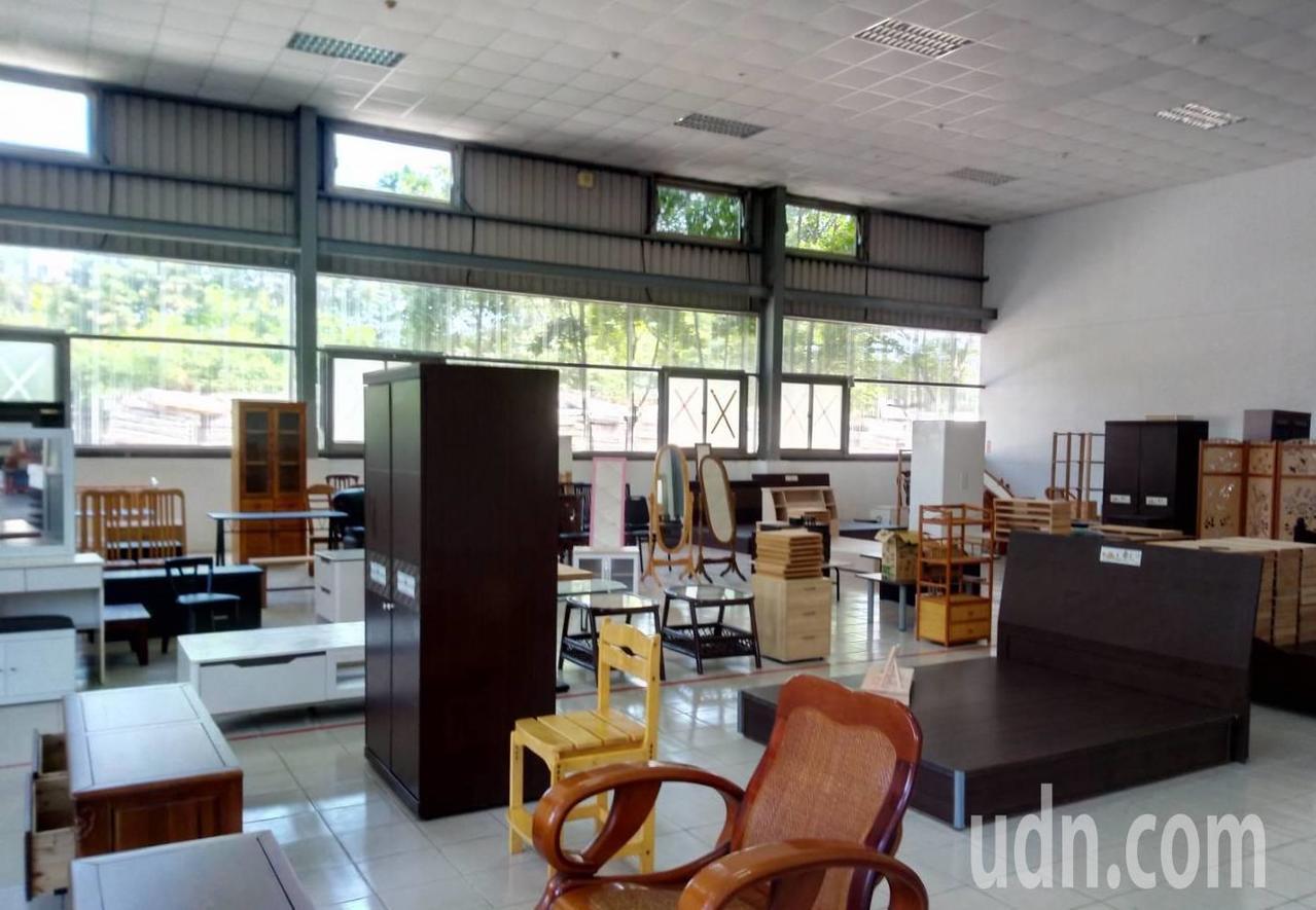 各項二手再生家具與再製品,為了提供民眾們更便利地選購方式,現設置新竹縣二手再生家...