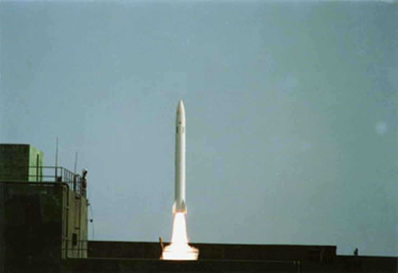 中科院早在民國84年擬定以天弓2型防空飛彈(如圖)改成對地任務,專案以「3124...