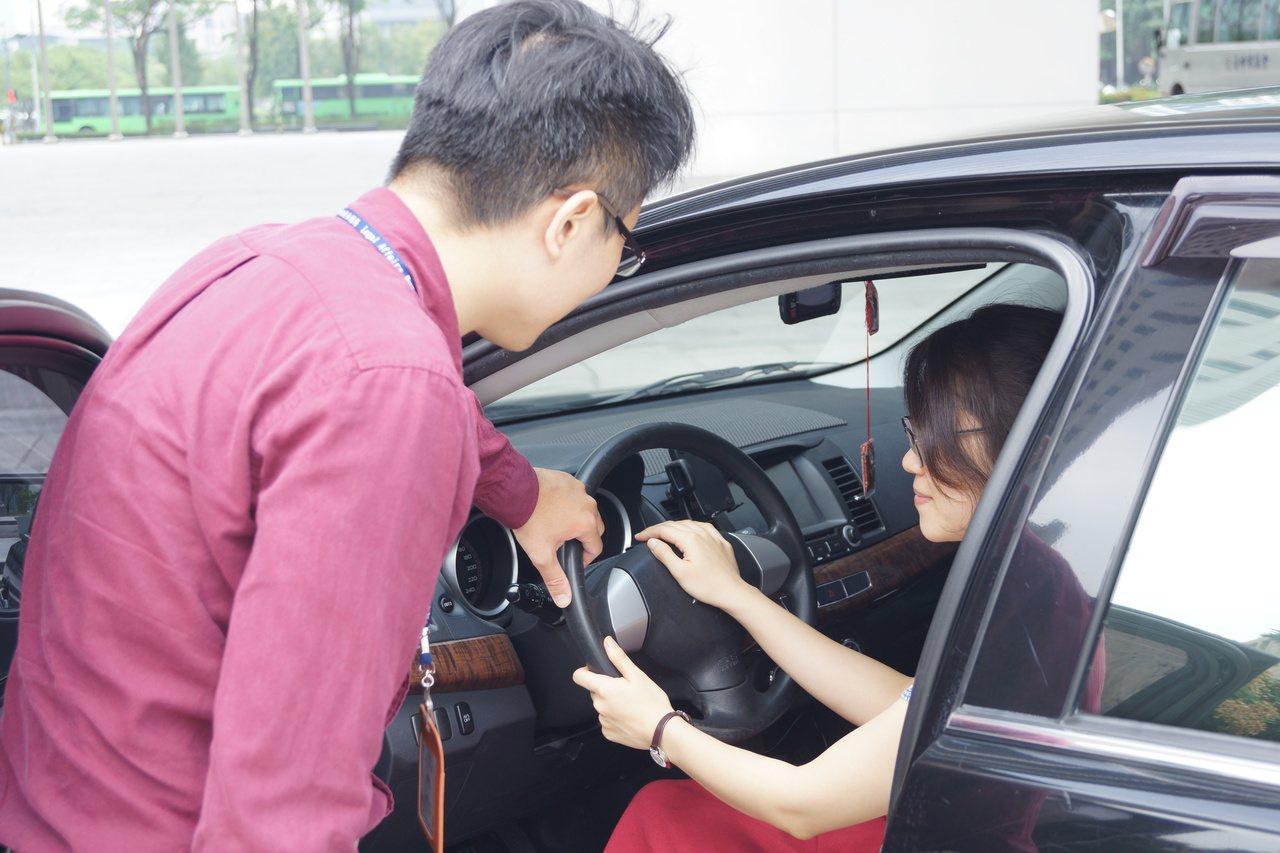 台中市政府法制局提醒購車族訂約注意事項。圖/法制局提供