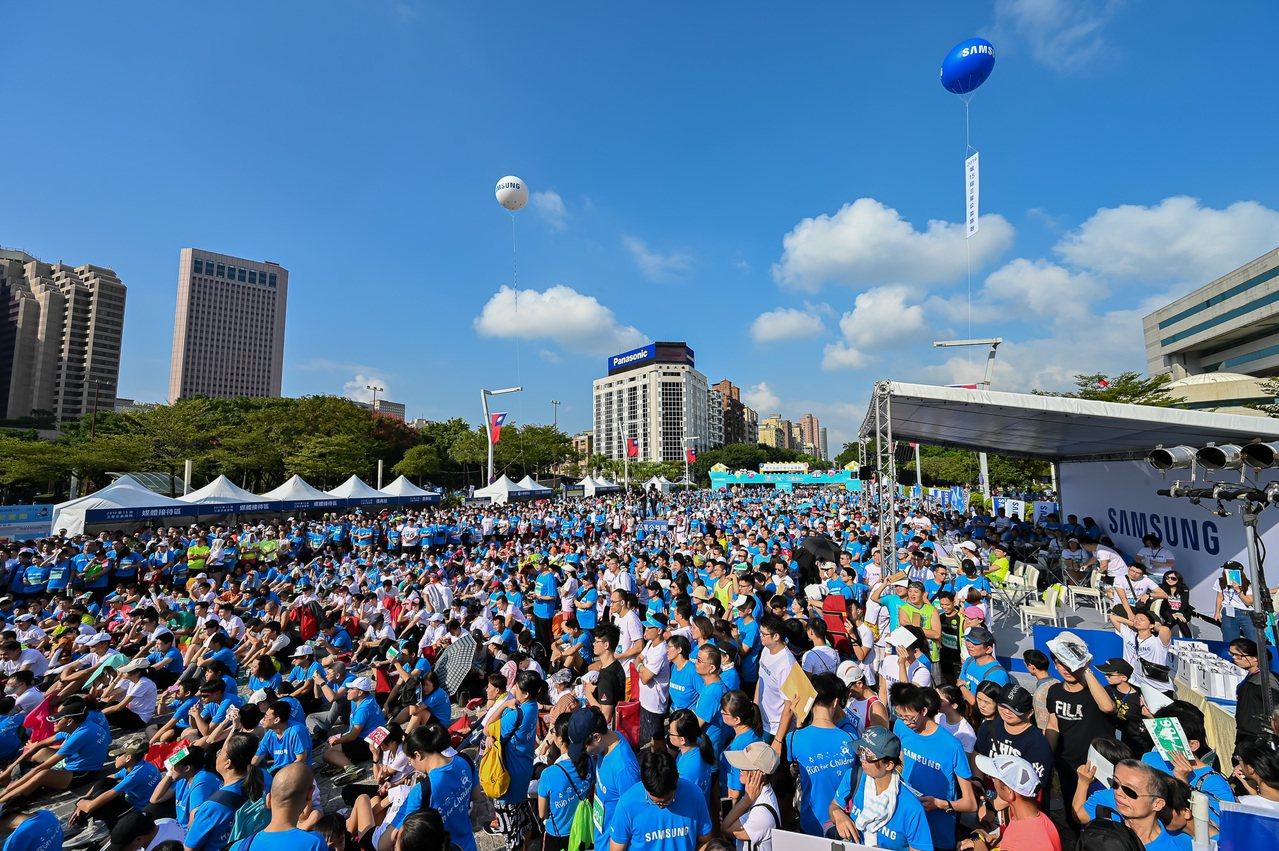 2019第15屆三星公益路跑今日開跑,現場2萬名跑者熱情響應。圖/主辦單位提供