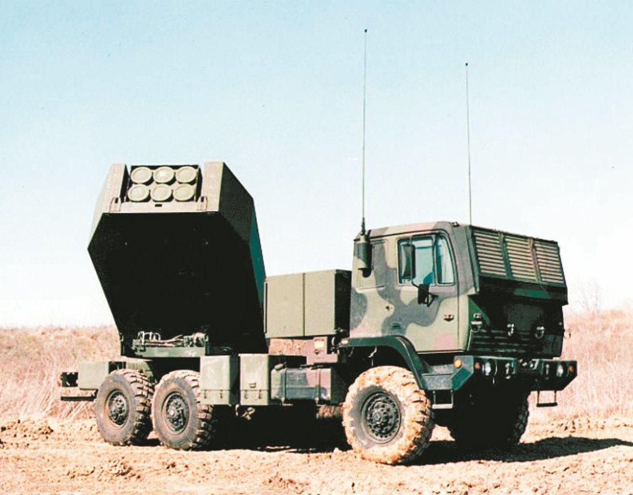 陸軍明年「轟雷專案」編列150億元,對美採購海馬斯多管火箭系統(見圖)。 圖/截...