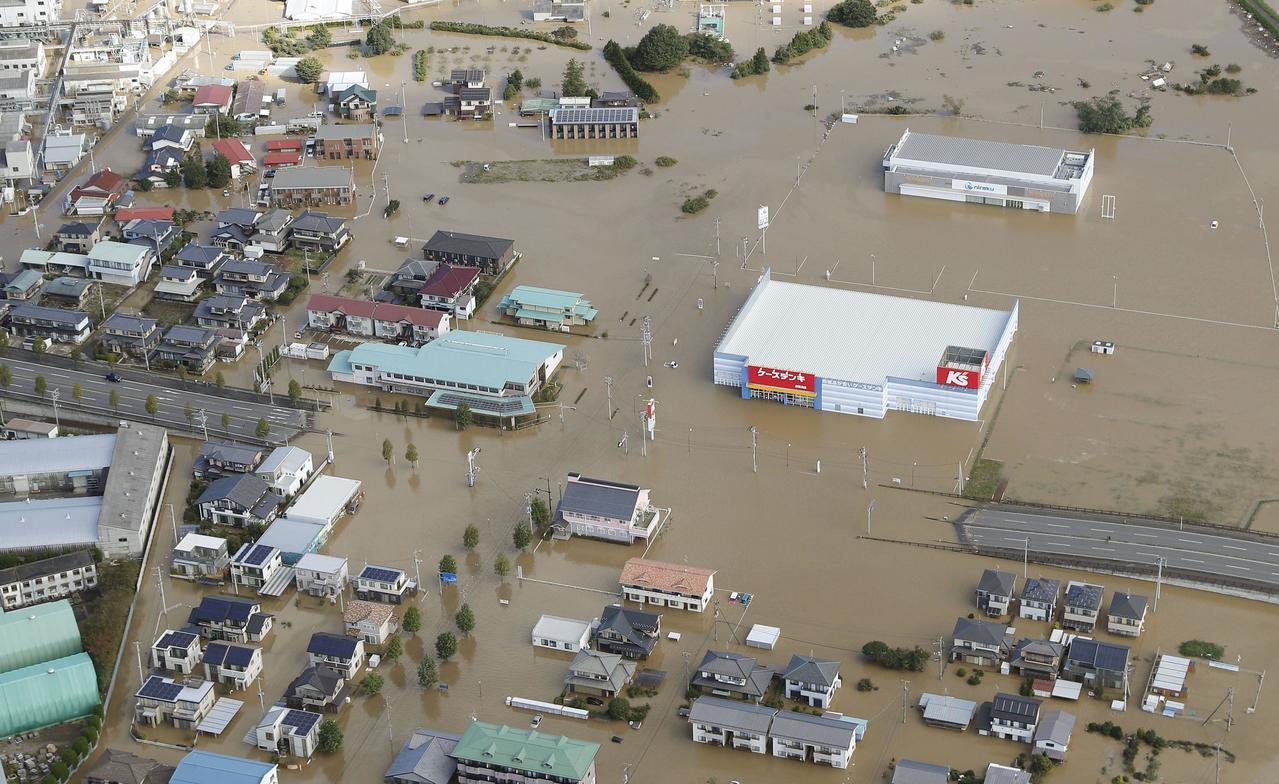 哈吉貝颱風帶來暴雨,日本福島縣中部須賀川市13日淹水。(美聯社)