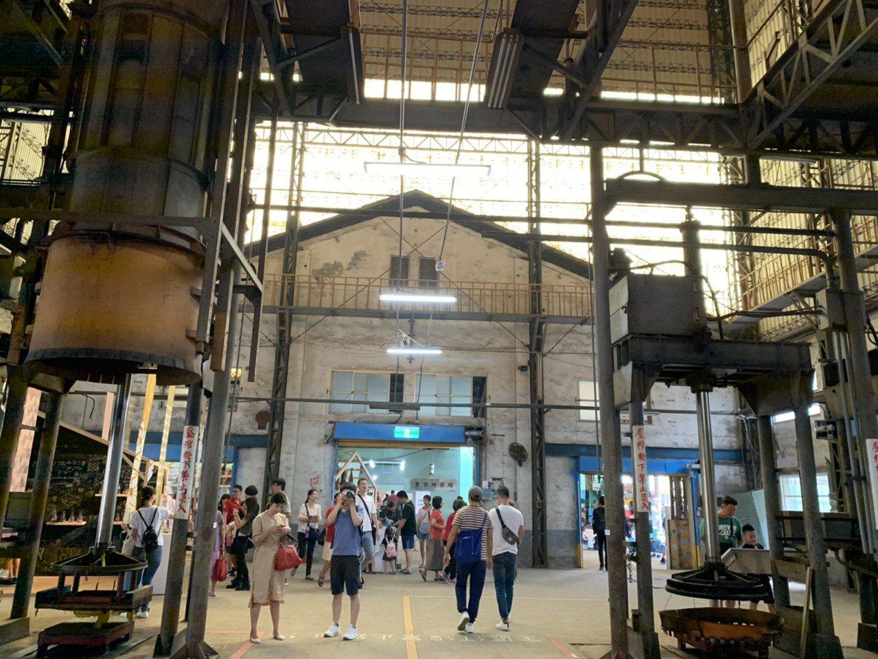 已有一甲子歷史的屏東菸葉廠,未來將規劃為大博物館區,廠內的機具組最近成為設計展最...