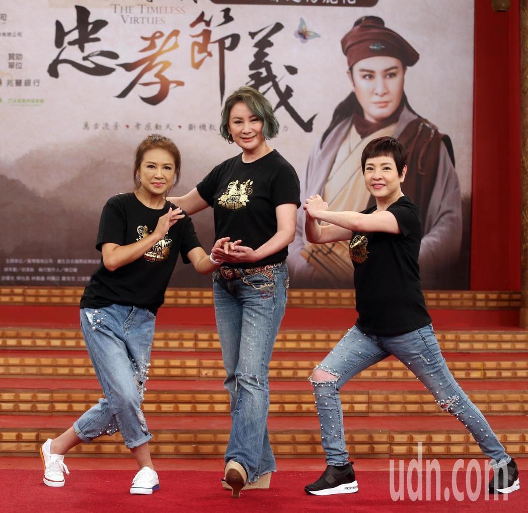 葉麗娜(左起)、陳亞蘭、紀麗如3人私下是結拜姊妹。圖/本報資料照