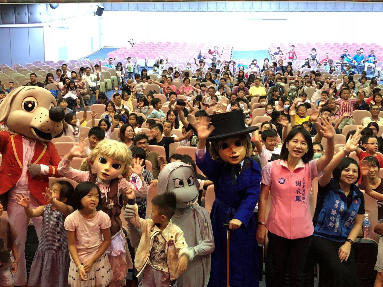 謝林玉鶯文教基金會12年來舉辦107場兒童劇下鄉活動,讓親子免費看劇。記者林敬家...