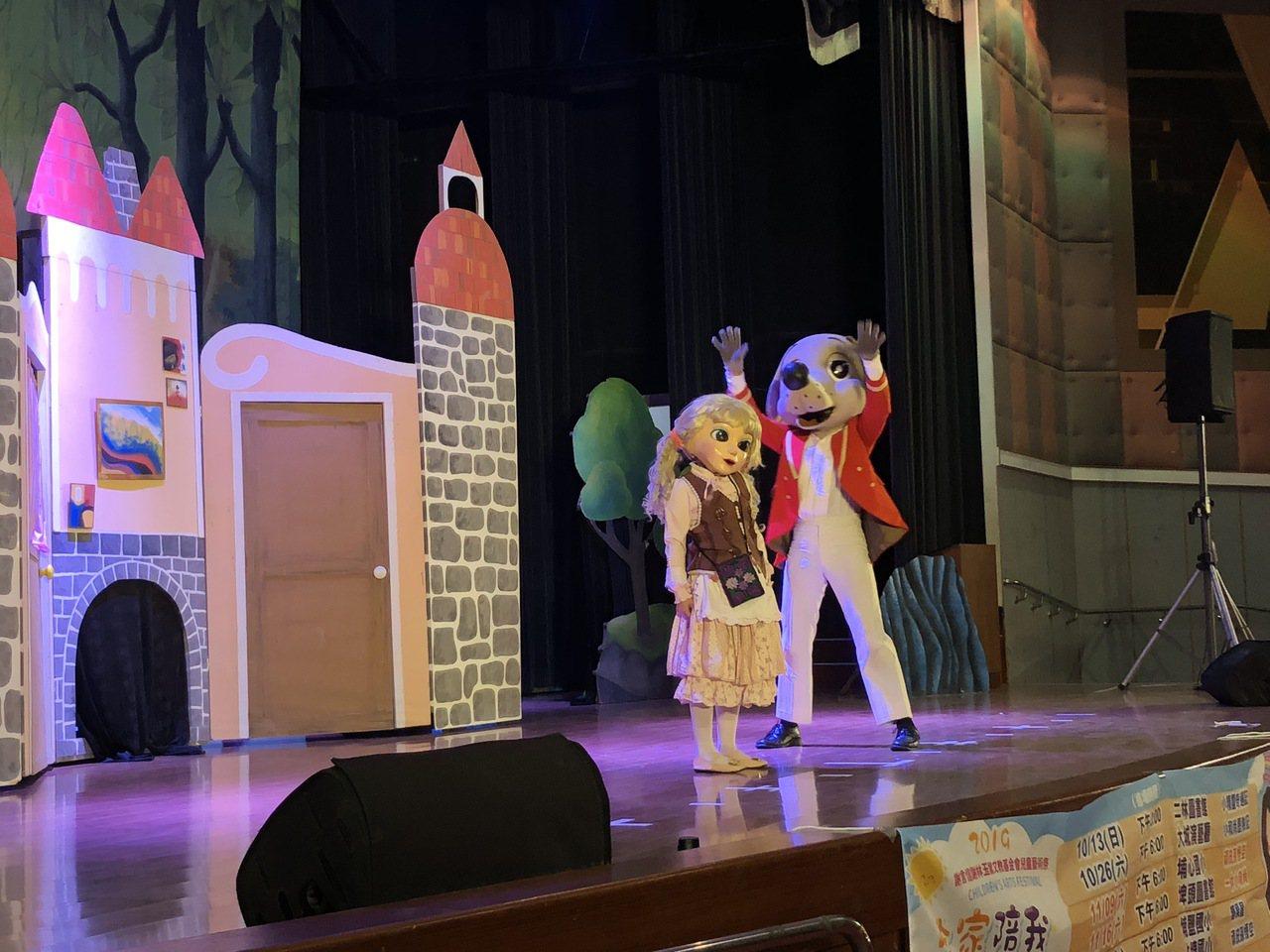 銀河谷音樂劇團昨天在二林圖書館演藝廳演出「小精靈奇遇記」。記者林敬家/攝影