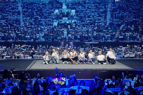 韓國天團Super Junior(SJ)年度巡演「Super Show 8」12日在首爾奧林匹克公園開跑,他們一連演出兩天,兩場共吸1.7萬名歌迷到場。他們睽違9年終於全員退伍合體,這次演出概念由銀...