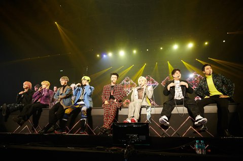 Super Junior終於合體展開巡演,金希澈卻因為過去車禍留下的腳傷,選擇缺席舞台表演相關行程。為了「Super Show 8」,希澈特地錄製一段影片,將心聲告訴歌迷,神童在昨天的演唱會上也告訴...