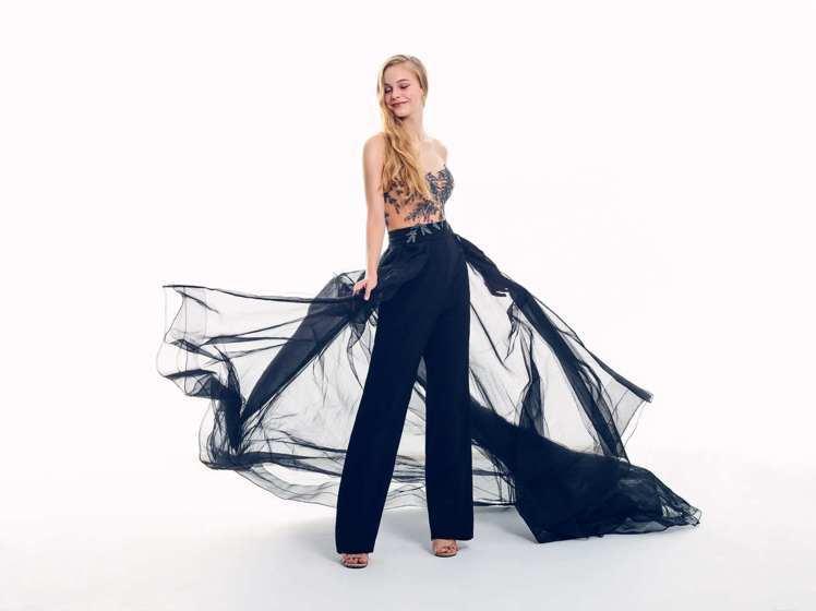 「Lucifer路西法」拆卸式的飄逸紗裙讓禮服是褲裝也是晚裝,饒富變化。圖/Li...