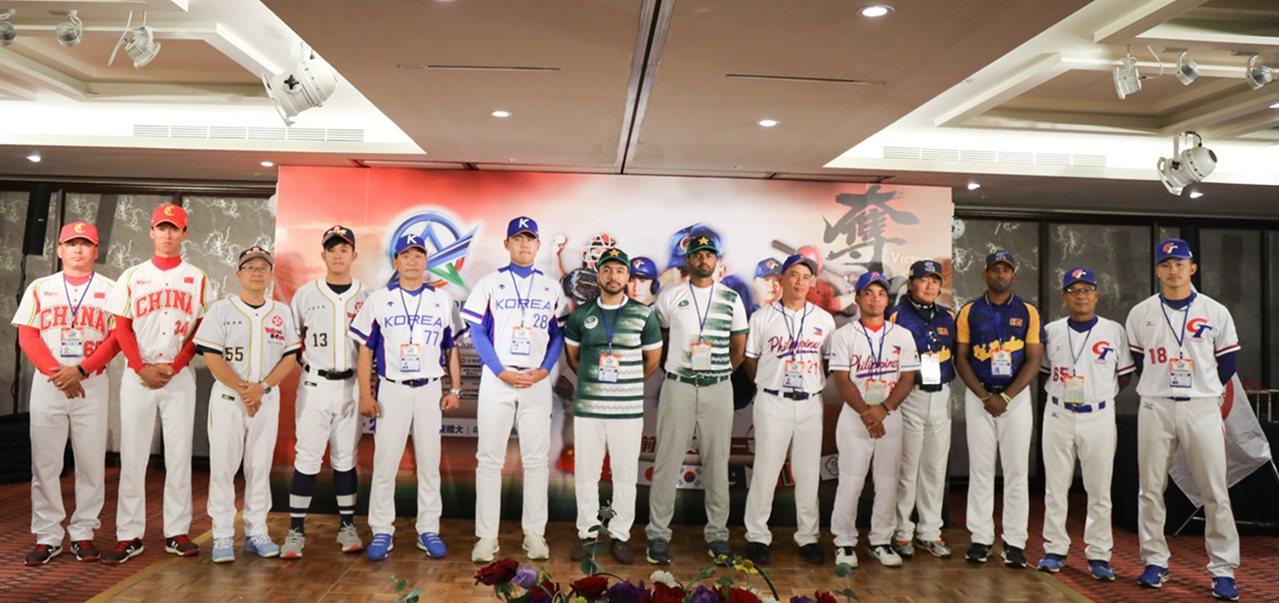 各參賽隊總教練與球員。圖/中華棒球協會提供