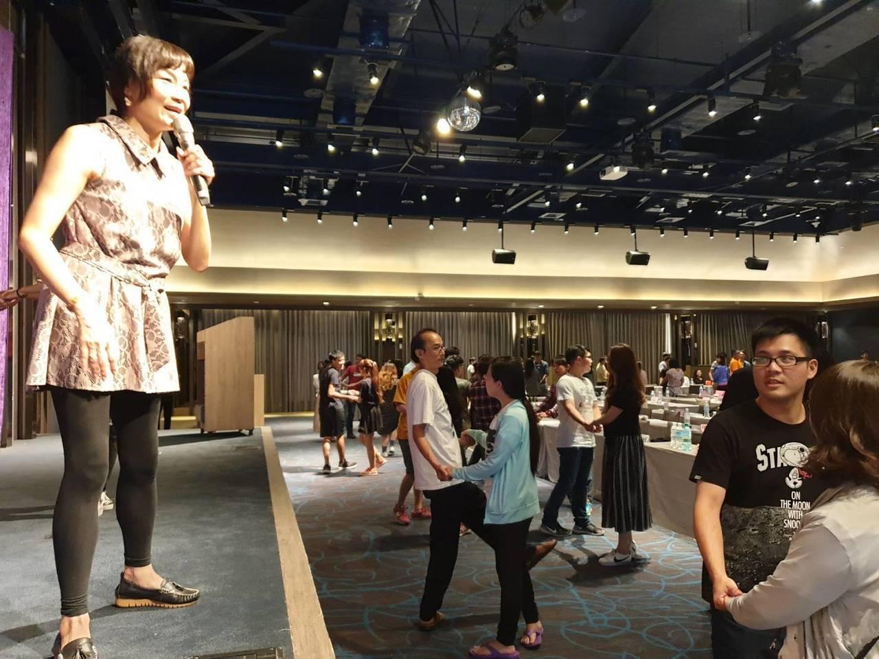 為讓新人有難忘的回憶,新人說明會還邀請專業舞蹈老師,帶領新人提前體驗新人儀式中1...